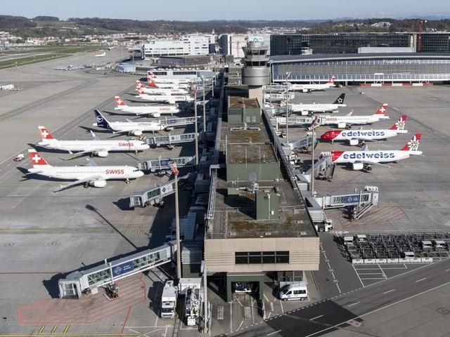 flugzeuge am Terminal