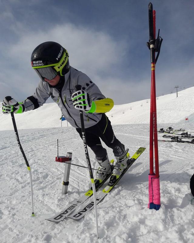 Kind beim Skitraining