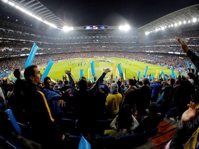 Das Rückspiel musste nach Krawallen nach Madrid verschoben werden und fand im Santiago Bernabeu statt.