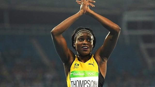 Elaine Thompson sa legra da la victoria sur 200 meters.