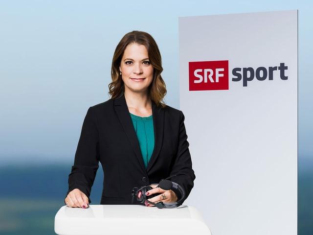 Michèle Schönbächler am SRF-Stehpult.
