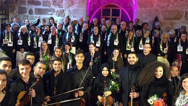 Chor und Orchester in der Geburtskirche in Bethlehem