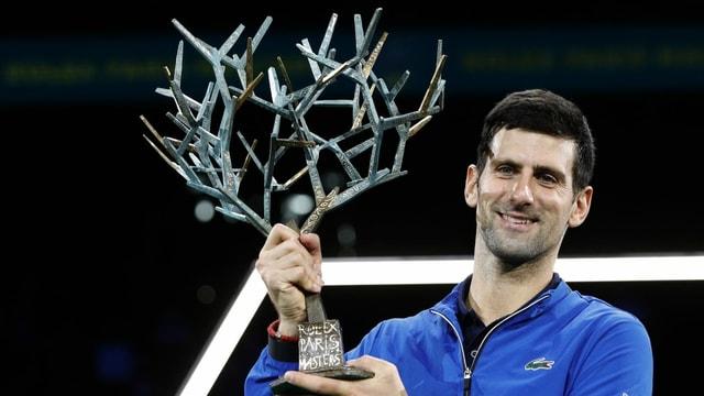 Novak Djokovic cun trofea.
