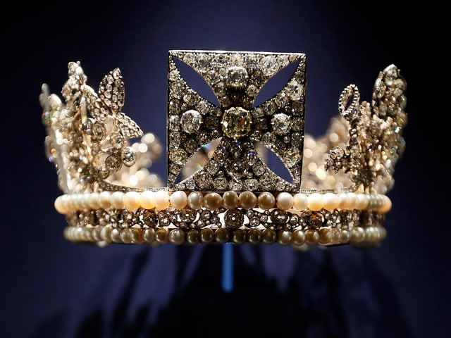 Abbildung des Diadems der Königin Elisabeth aus den britischen Kronjuwelen