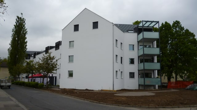 Sanierte und aufgestockte Wohnblocks aus den 50er-Jahren in Bümpliz