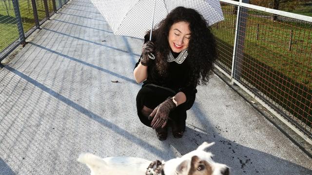 Porträt von Güzin Kar, Regisseurin und Autorin der SRF-Serie «Seitentriebe».