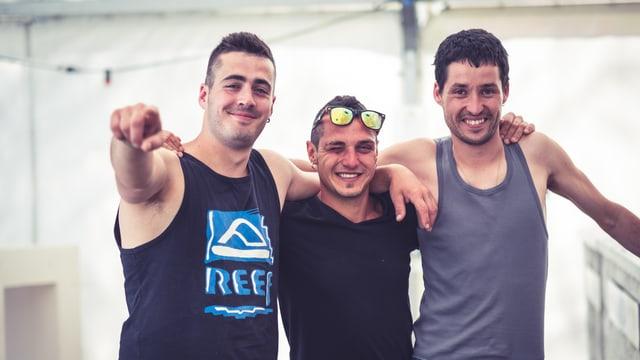 Samuele, Giacomo e Giovanni trais locals da la Bregaglia, in purtret