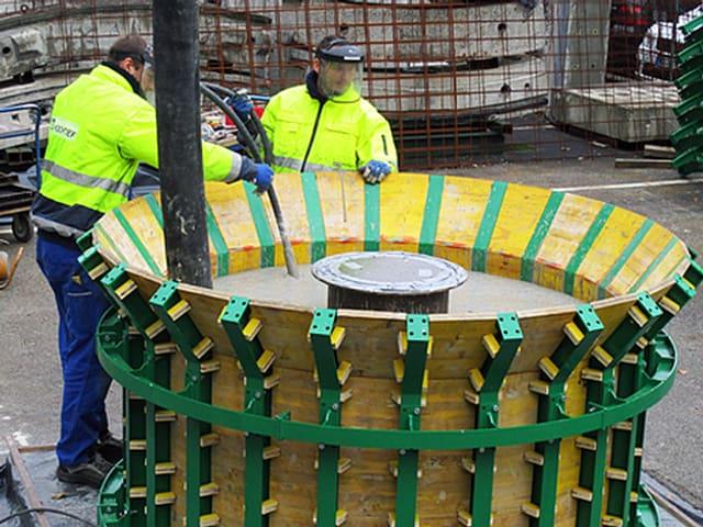 Die Hohlkugeln werden aus Beton gegossen und haben einen Durchmesser von drei Metern.