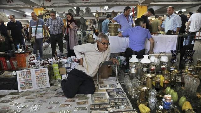 Menschen in Markt.