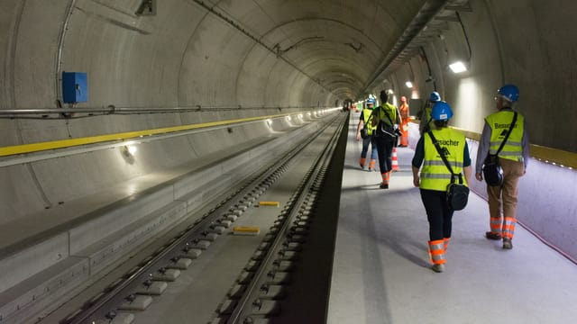 Schurnalistas e schurnalists han pudì dar in'egliada en il tunnel da basa dal Gottard.