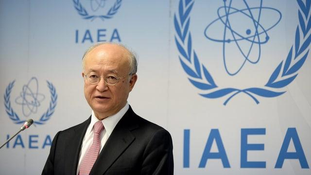 IAEA-Chef Amano vor dem Logo der Behörde.