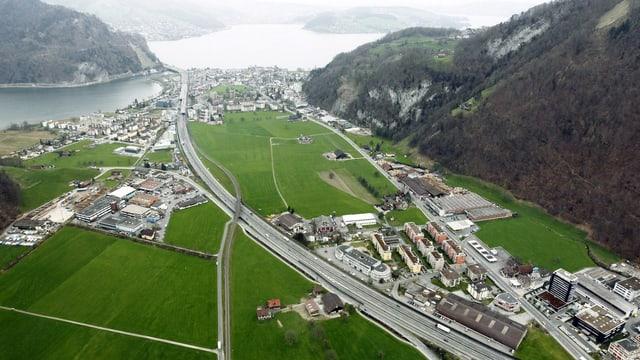 Die Landschaft auf dem Gebiet Bitzi, mitte unten, in Stans im Kanton Nidwalden. (keystone)