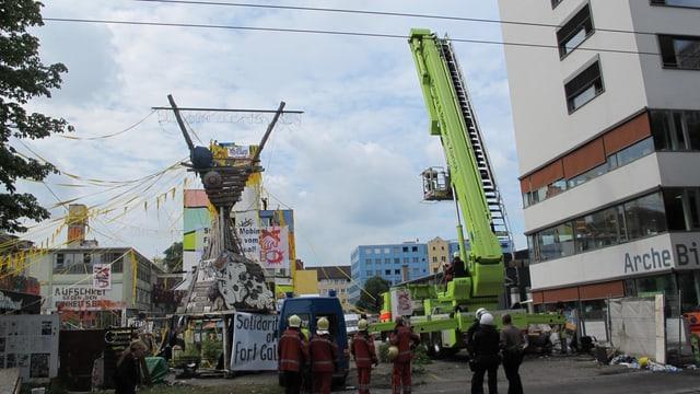 Polizei, Sanität und Feuerwehr waren an der Räumung des Labitzke-Areals beteiligt.