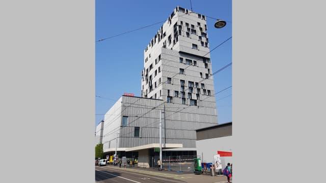 SRF Studio Basel im Meret-Oppenheim-Hochhaus – direkt beim Bahnhof Basel SBB.