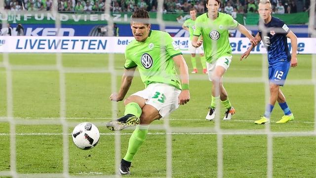 Mario Gomez trifft mittels Elfmeter.