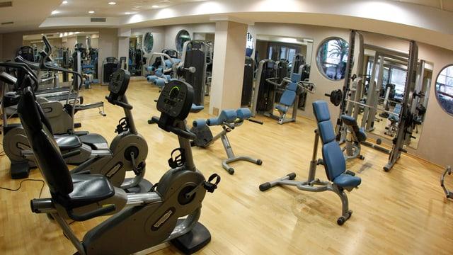 in center da fitness cun apparaturas da velo e paisa