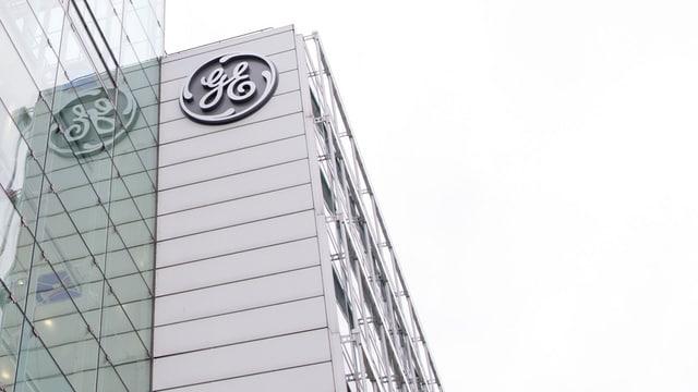 GE-Logo an Firmengebäude
