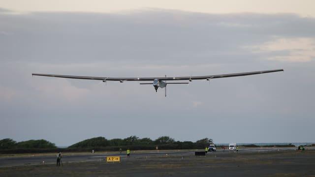 Solar-Flugzeug kurz nach dem Start.