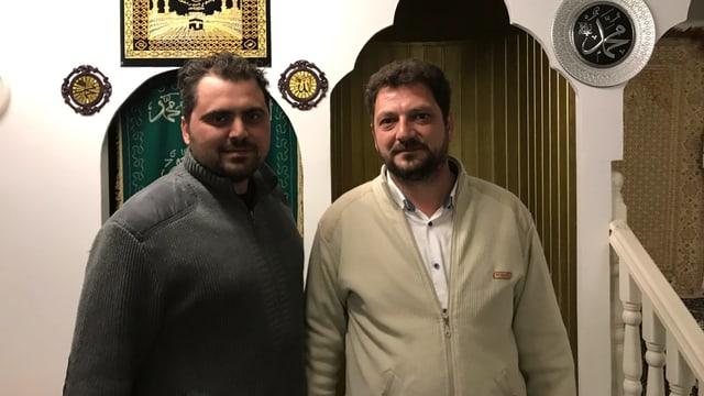 Dus muslims en la moschea a Cuira.