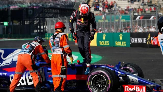 Toro-Rosso-Fahrer Pierre Gasly muss das letzte Training aufgrund eines technischen Problems vorzeitig abbrechen.