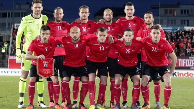 Albaniens National-Elf beim Team-Foto.