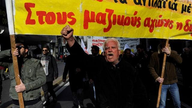 Rentner demonstrieren in Athen gegen den harten Sparkurs der Regierung.