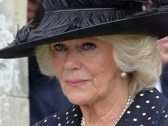 Porträt von Camilla mit Tränen in den Augen.