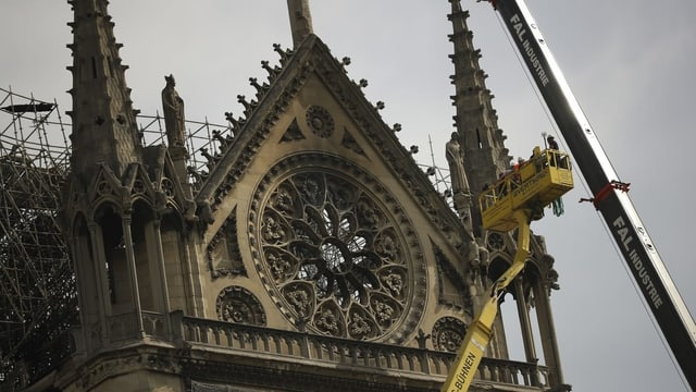 Purtret da la part davant da la Notre-Dame.