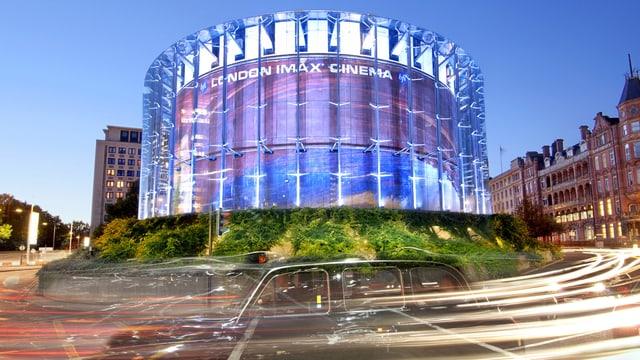 Glasfassade des Imax-Kinos in London.