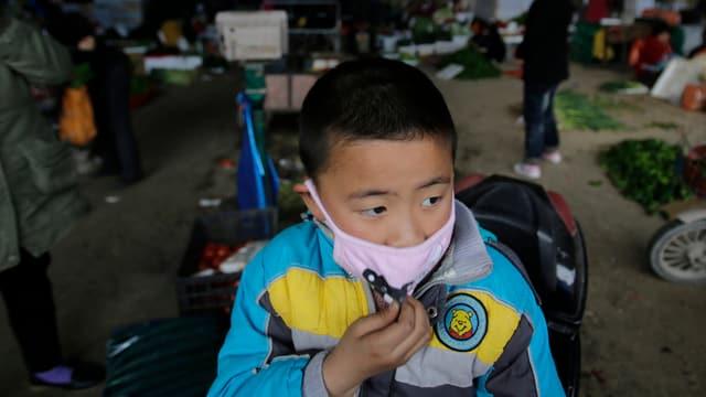 Seitdem der Erreger H7N9 in Shanghai entdeckt und identifizert wurde, sieht man auf den Strassen mehr Menschen mit Schutzmasken.