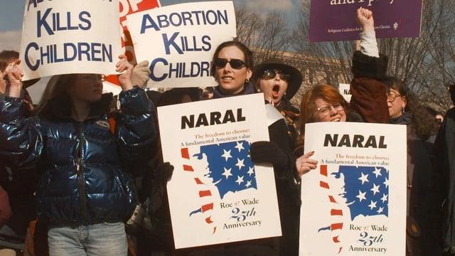 Abtreibungsgegnerinnen am 25. Jahrestag des Urteils im Jahr 1998