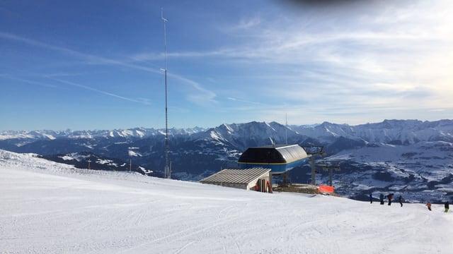 Il mast da mesiraziun da la MBRsolar SA sisum il territori da skis da Breil/Vuorz/Andiast l'enviern 2016/17.