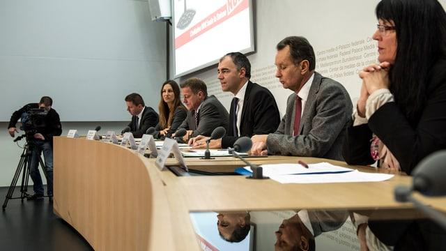 Darbellay, Müller und Co. bekämpfen die SVP-Initiative.