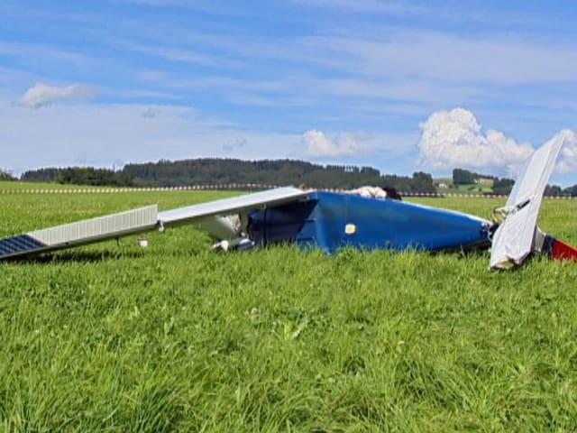 Rumpf eines beschädigten Kleinflugzeugs