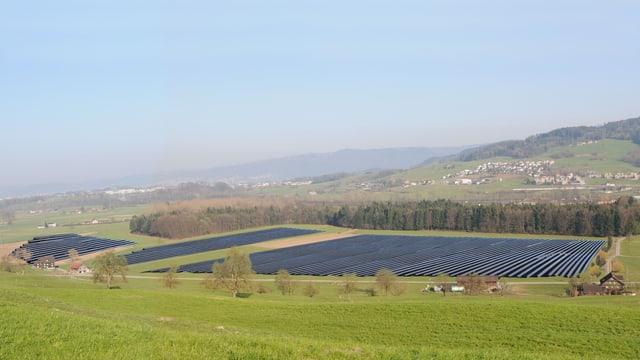 Fotomontage einer geplanten Solaranlage im Gebiet Schweissmatt.