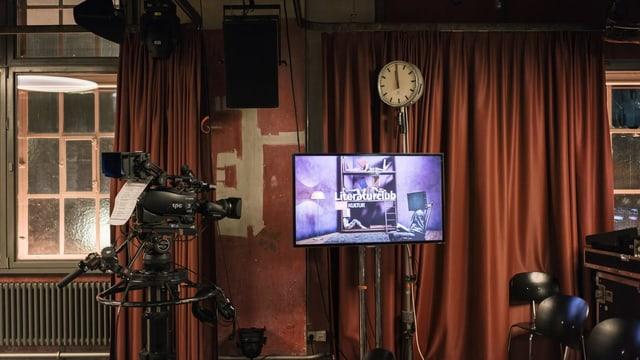 Kamera, Bildschirm, Uhr, Vorhänge: Im papiersaal in Zürich ist ein TV-Studio eingerichtet für die Aufzeichnung des Literaturclubs