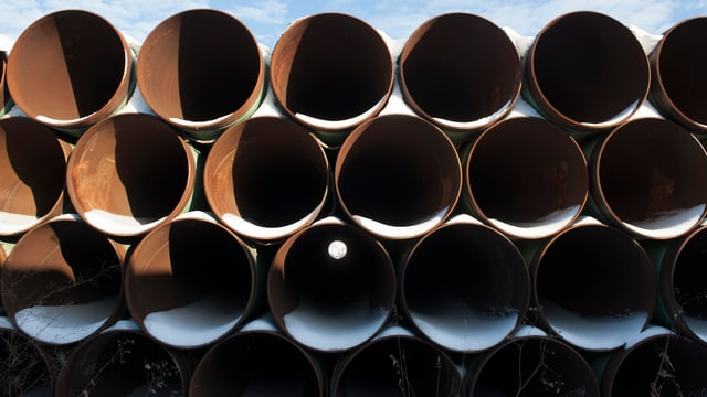 Gestapelte Rohre zum Bau der Pipeline Keystone XL