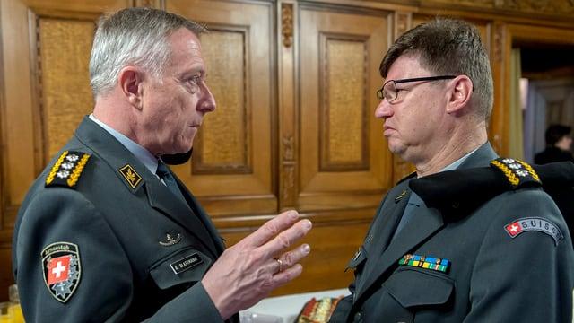 Armeechef Blattmann bespricht sich mit Luftwaffenchef Schellenberg.
