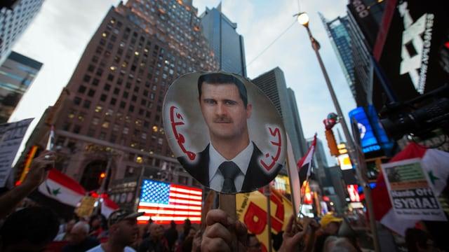 Auf dem Times Square in New York demonstrieren Assad-Anhänger