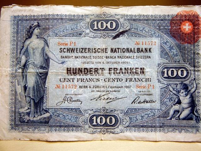 Die Vorderseite der 100-er Note der ersten Serie von 1907 zeigt ein Porträt der Helvetia.