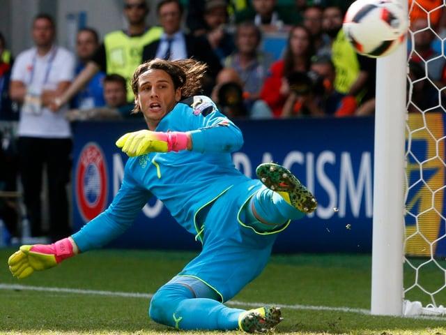 Yann Sommer bei einem Penaltyversuch geschlagen.