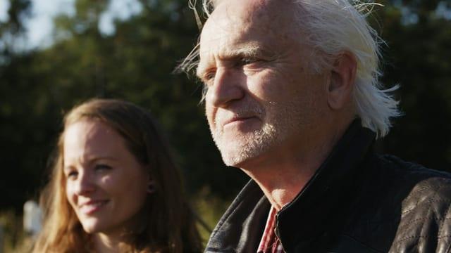 «Signes», die Sendung für Gehörlose: Moderatorin Natasha Ruf mit Mime Christoph Staerkle