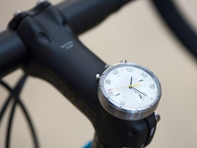 Uhr auf Velo-Lenkstange.