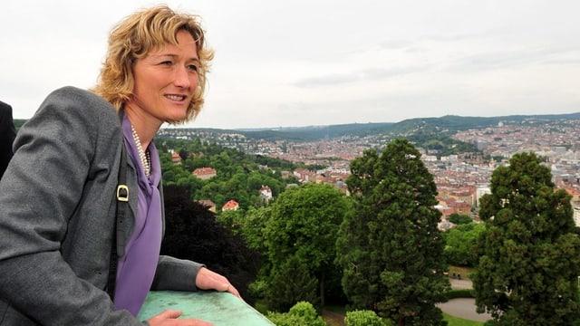 Susanne Hochuli blickt über Suttgart.
