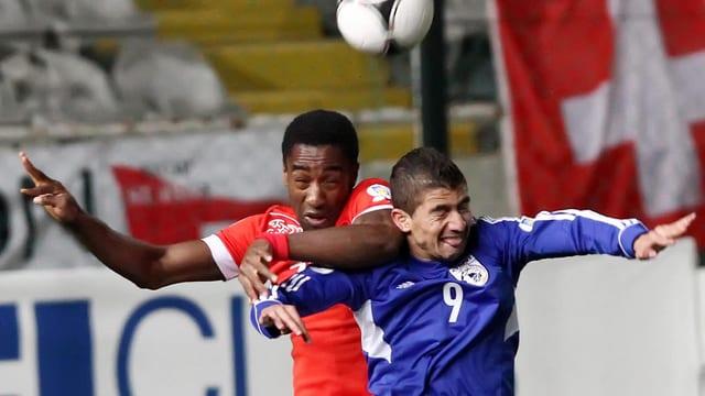 Demitris Christofi (r.) im Einsatz gegen Johan Djourou.