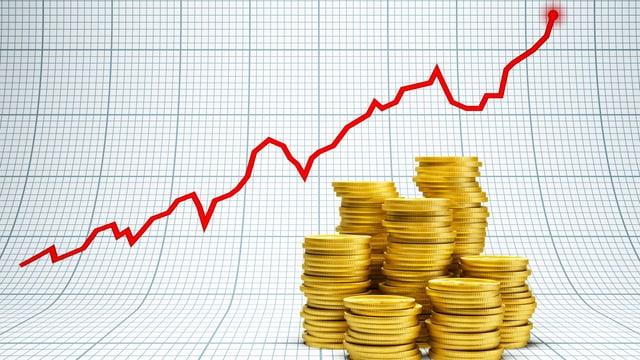 Münzen und eine Kurve mit Aktienkurven.