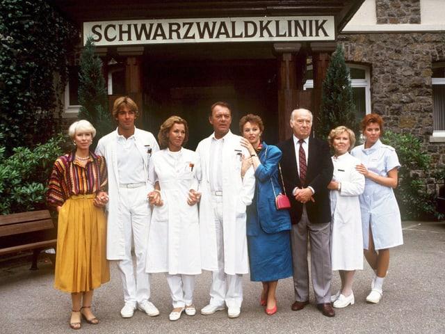 «Schwarzwaldklinik» 1986 mit Schauspieler Klausjürgen Wussow (Mitte).