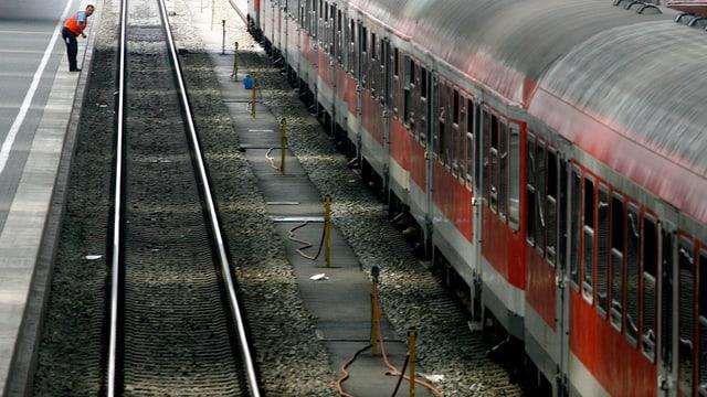 Ein Zug im Bahnhof München.