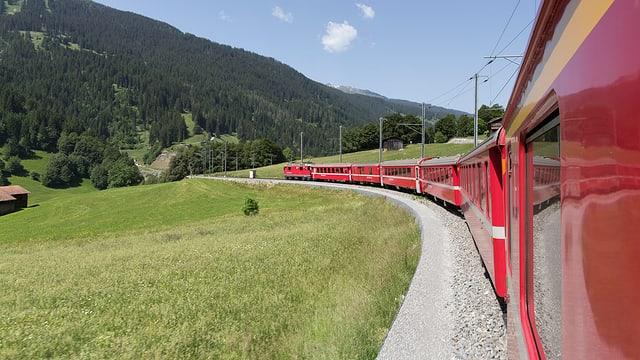 Tren a Tavau