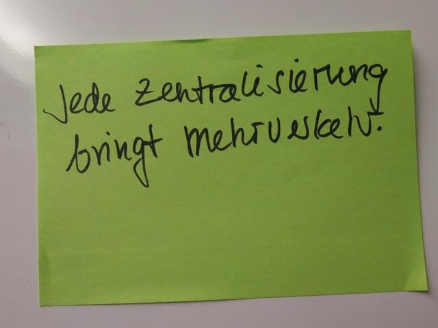"""Zettel mit dem Text """"Jede Zentralisierung bringt Mehrverkehr"""""""